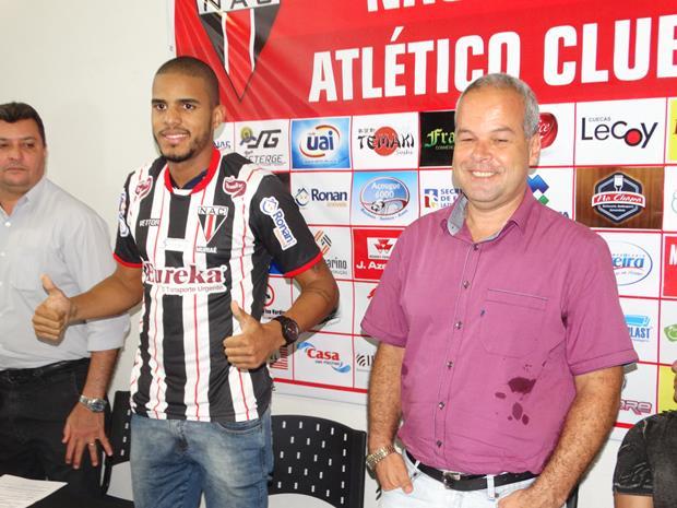 O atacante Alexandre Rodrigues foi apresentado hoje